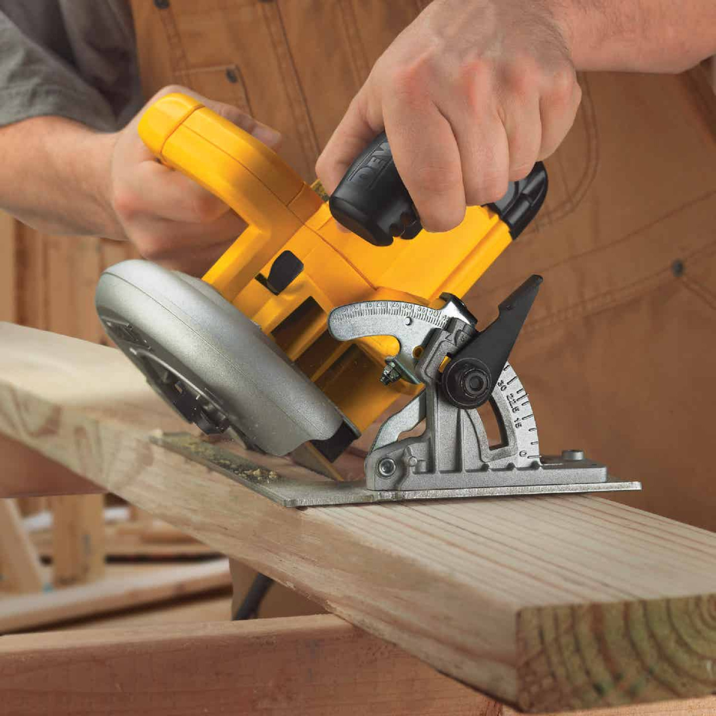 DeWalt 7-1/4 In. 15-Amp Lightweight Circular Saw Image 3